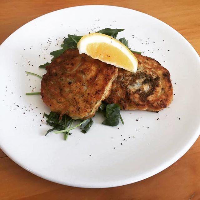 In anticipation of tonight's test match, we at Little Savanna have put together a trio of specials celebrating our blend of South African and Kiwi culture; Whitebait Fritters Potjeikos & Pap Peppermint Crisp Tart