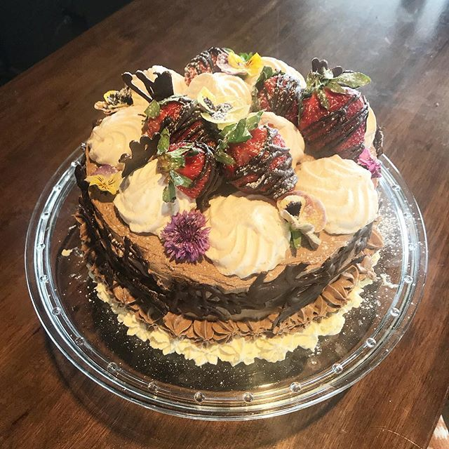 Come on in and grab our freshly baked chocolate meringue cake😋