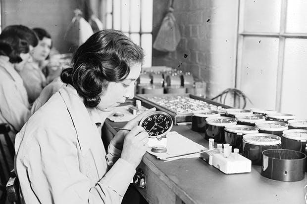 women painting luminous dials in 1932