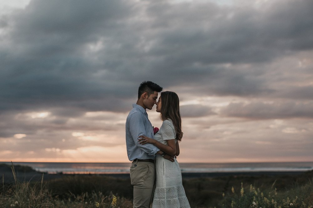 Muriwai Engagement photographer-26.jpg