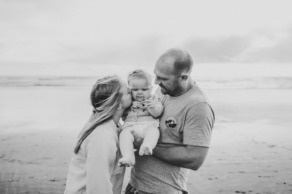 Muriwai family photographer-11.jpg