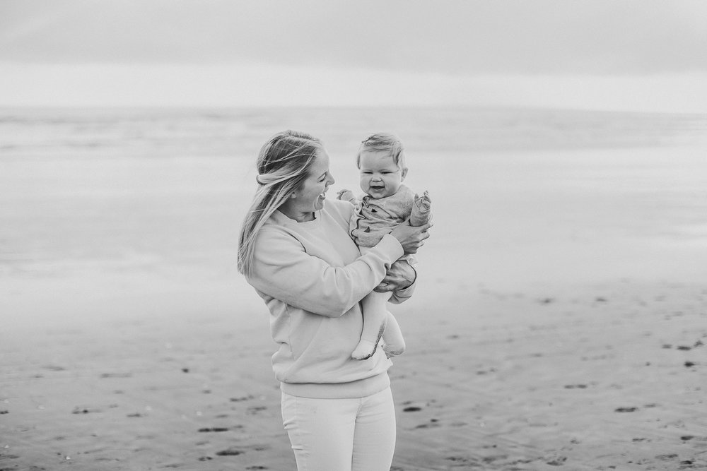 Muriwai family photographer-16.jpg