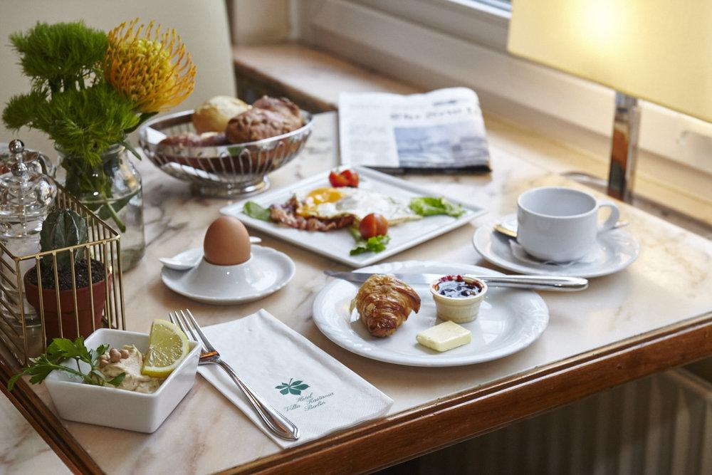Frühstücksbuffet - € 15,00Reichhaltiges Frühstücksbuffet inklusive Getränke.für Kinder von 0-6 Jahre kostenfrei und 7 bis 14 Jahre zu € 9,00