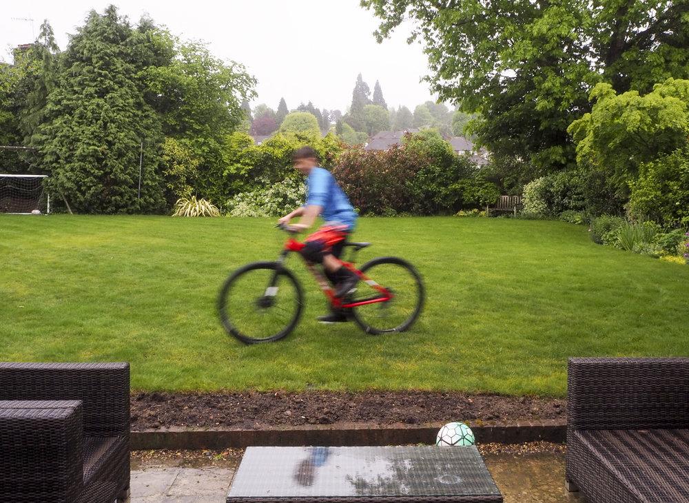 sally-hornung-photpgraphy-garden-bike-moving2.jpg