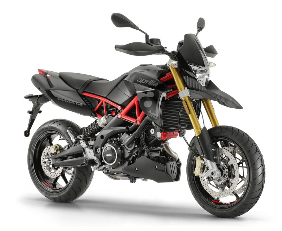 Aprilia Dorsoduro 900 - 896 cc V-twin engine95.2 HP at 8,750 rpm3-map Ride-by wire(Sport, Touring, Rain)Front: 3.50 X 17