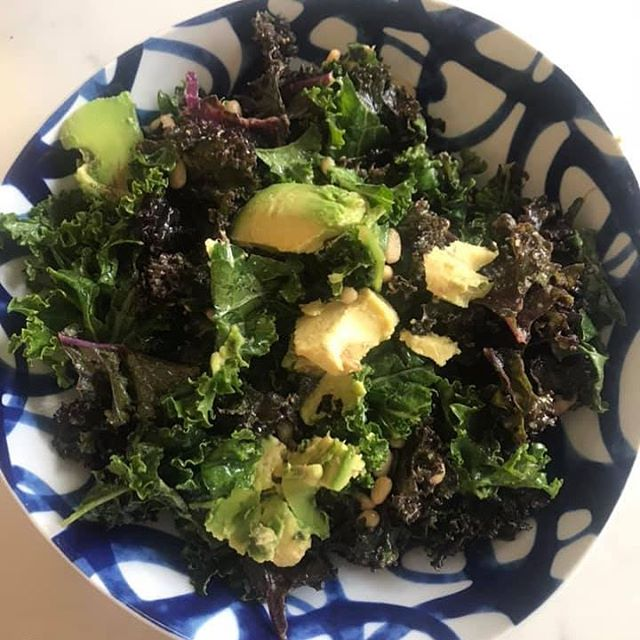 My Favorite Kale 🥬 Salad Ever!  The sun ☀️ is out and it makes me so happy! It is amazing what a little sunshine and greens can do for the mind, the body, and ❤️. #healthhappinessbliss💕 #simplylighter #blissholistichealth❤️ #kalesalad #eatyourgreens🌱