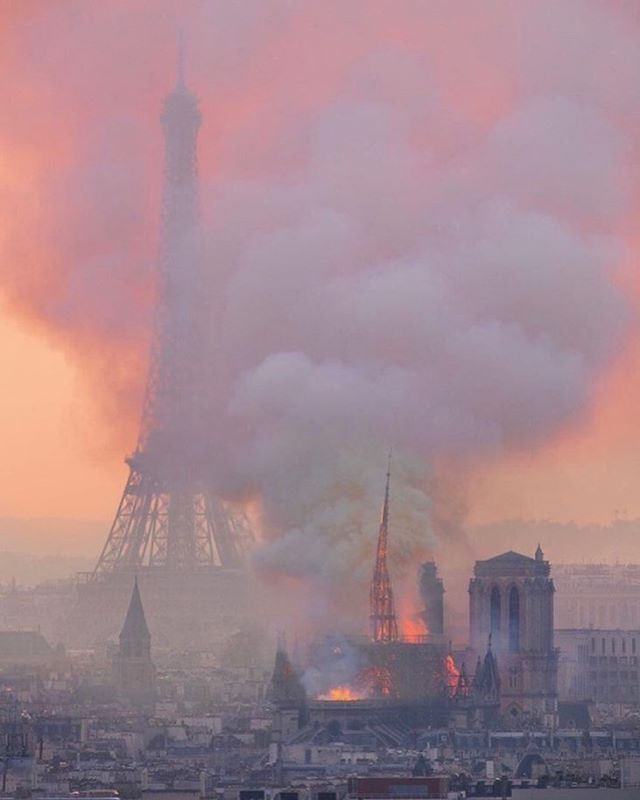 tell that person you love them before they're gone forever and it's all too late. #Paris #NotreDame