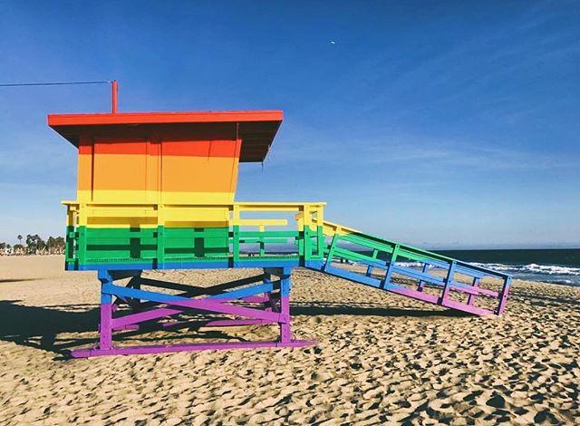 L❤️VE  IS  L❤️VE • • • • • • • ❤️🧡💛💚💙💜 #gaypride #gaypride2018 #gaypridemonth #happy #love #rainbow #venicebeach #losangeles #urbanoutdoorliving #gooutsideandbe