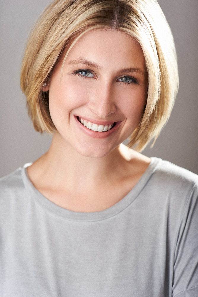 Commercial Headshot of Actor Sofie - Notice the smile and bright lighting.