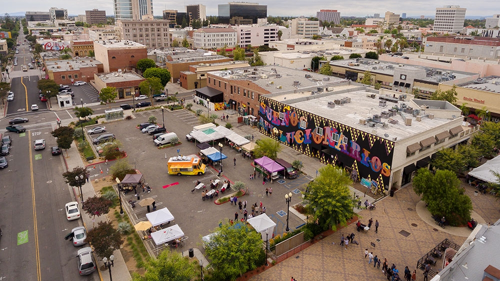 Great-Places-2016-Neighborhoods-Downtown-Santa-Ana-Farmers-Market.jpg