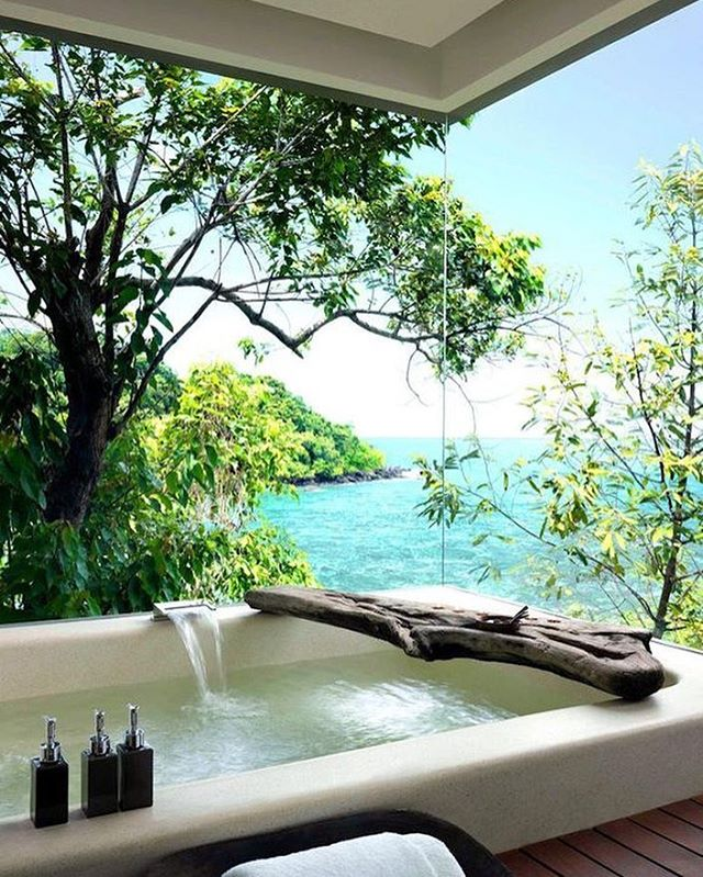 Bathtub goals 💙🙌🏻 . . . #bathtub #outside #nature #beauty #view #selfcare #spa #cleanbeauty #goodforyou #luxuryskincare #purebeauty #instagood #bblogger #dreams #goals #secluded #nomoretoxins #ditchthejunk #lovetheskinyourein #notjustskindeep #rebelsinthesix #rebelswithacause