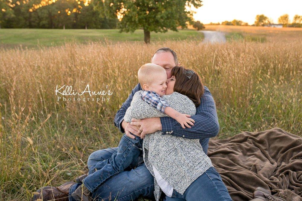 Field, sunset, family hugs, bear hugs, big hugs, snuggle, jump, family of 3, family, tall grass, warm light, sunkissed, fellows lake, springfield mo
