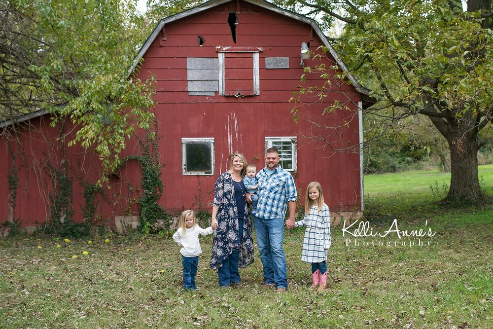 Springfield mo, Family of 5, ivy, red barn, overcast. jeans, fall