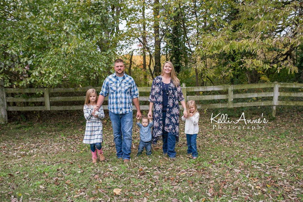 Family of 5, walking, wood fence, moss, old fence, trees, springfield mo