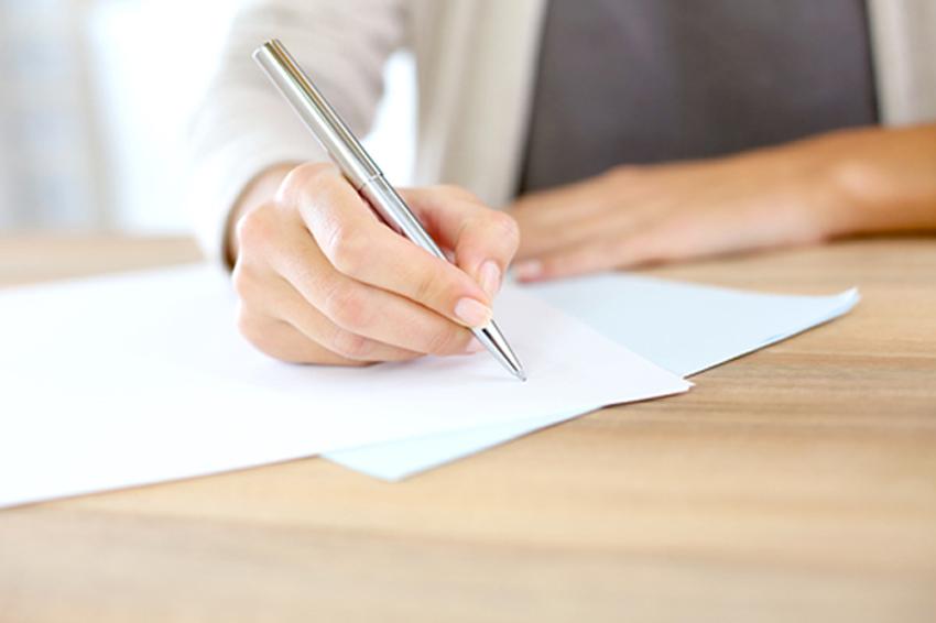 Mão escrevendo.jpg