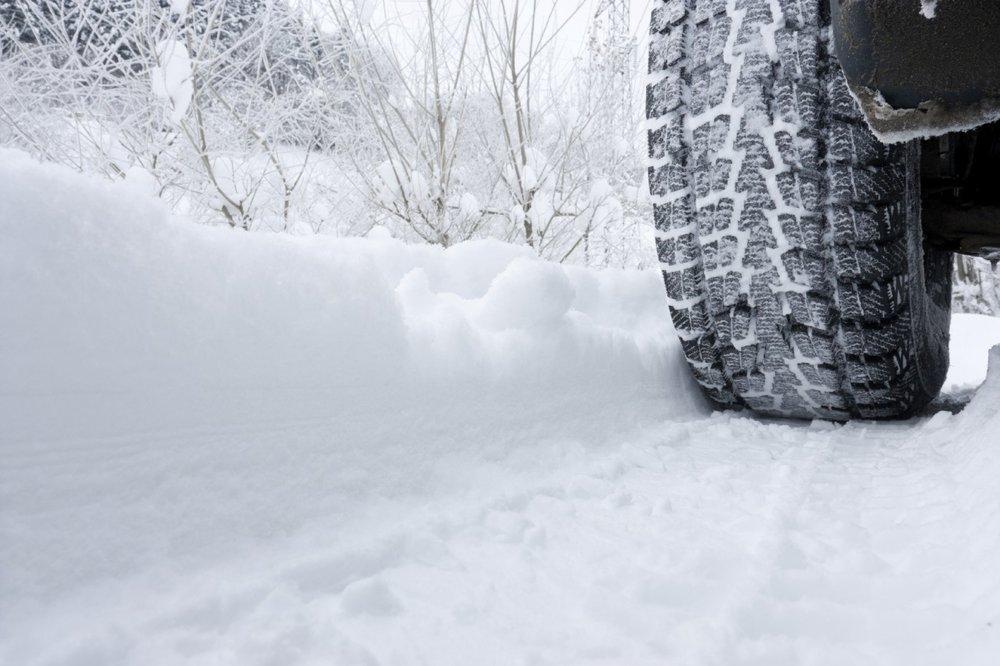b2ap3_large_tire-in-snow.jpg