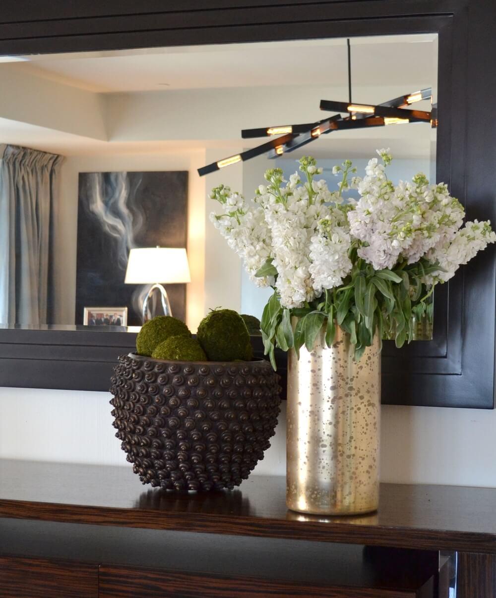 elizabeth-tapper-interiors-mulholland-hip-dining-room-details-console.jpg