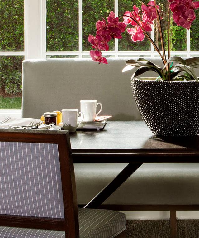 elizabeth-tapper-interiors-brentwood-breakfast-nook-detail.jpg