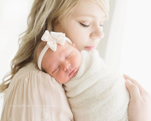 the sweetest snuggles. Revealed this beautiful family's newborn session this morning and this one was a favorite ♡