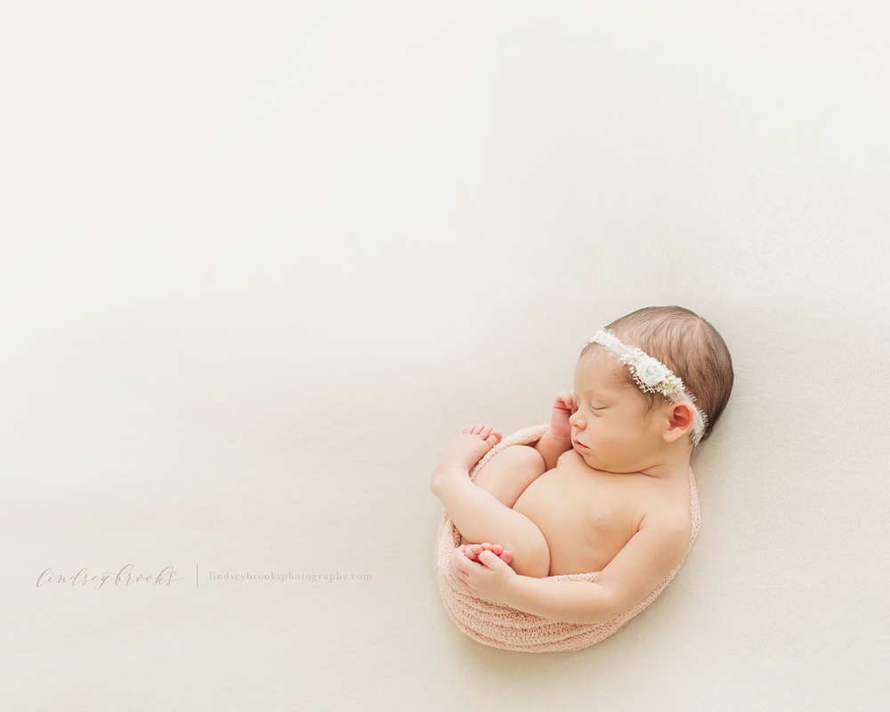 newborn-photographer-in-oklahoma-city-lindsey-brooks.png
