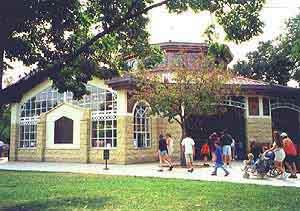 The pavilion at Como Park