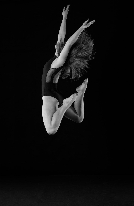0382 Moving Dancers ZW_W.jpg