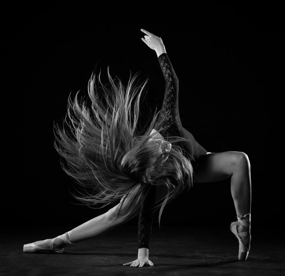 0671 Moving Dancers ZW_W.jpg