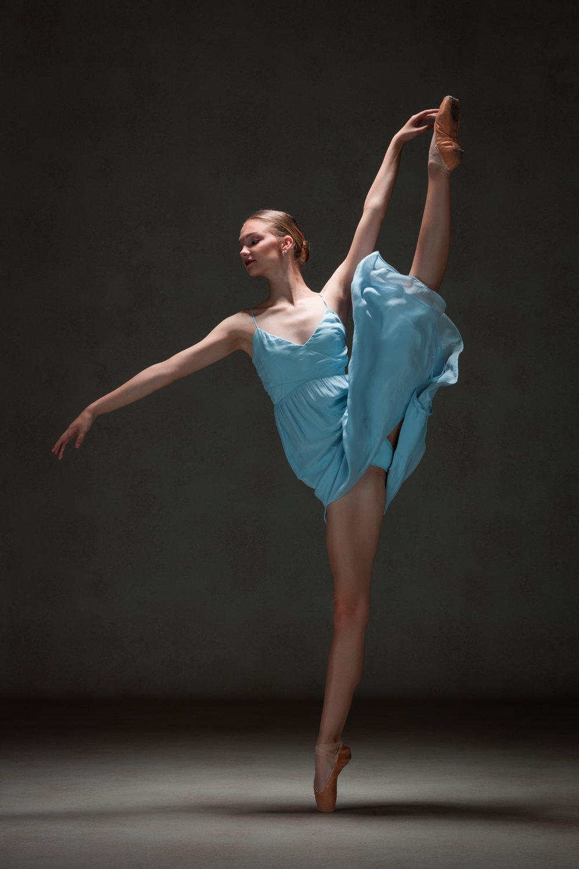0052 Studio Dance Shoot Lisa-Marie & Xanthe.jpg