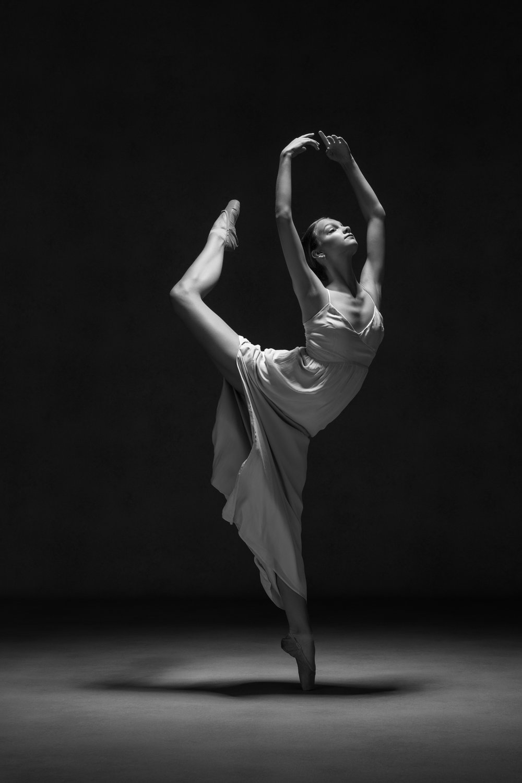 0083 Studio Dance Shoot Lisa-Marie & Xanthe B_W.jpg