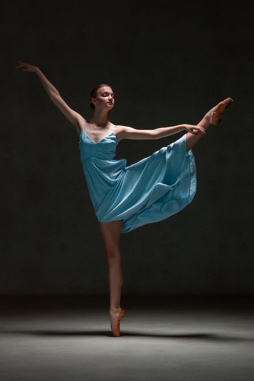 0091 Studio Dance Shoot Lisa-Marie & Xanthe.jpg