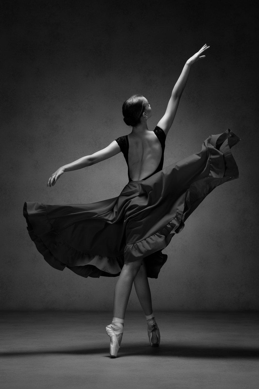 0251 Studio Dance Shoot Lisa-Marie & Xanthe B_W.jpg