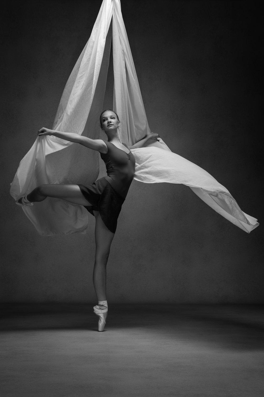0392 Studio Dance Shoot Lisa-Marie & Xanthe B_W.jpg