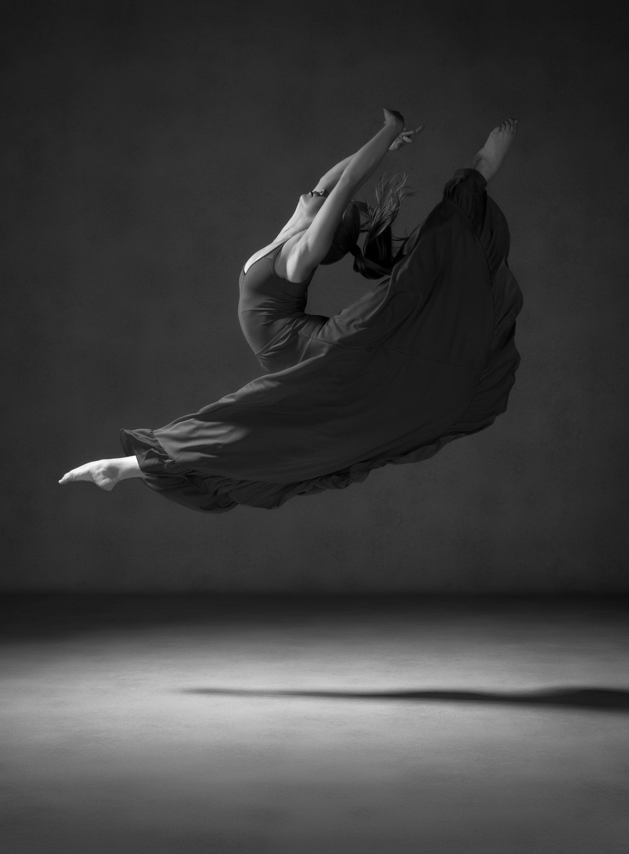 0019 Studio Dance Shoot Lisa-Marie & Xanthe B_W.jpg