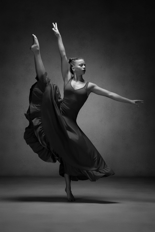 0217 Studio Dance Shoot Lisa-Marie & Xanthe B_W.jpg
