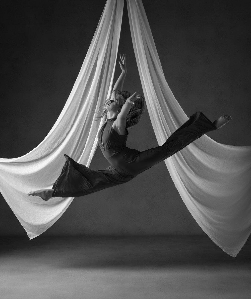 0500 Studio Dance Shoot Lisa-Marie & Xanthe B_W.jpg