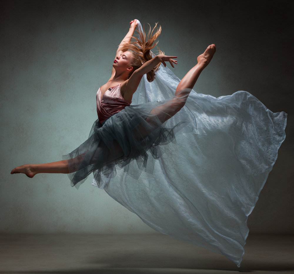 0564 Studio Dance Shoot Lisa-Marie & Xanthe.jpg