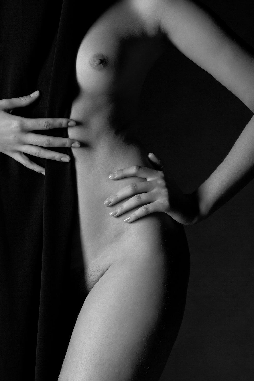 0248 Sigrid Naakt Studio Bodyparts.jpg