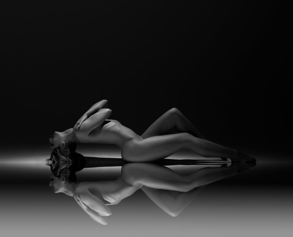 0001 Noortje Studio Naakt-Lingerie B_W Mirror.jpg