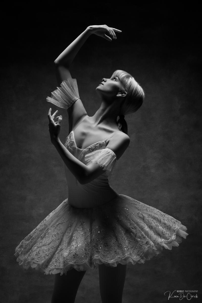 0267 Lisa-Marie Dance Shoot december 2018 B_W.jpg