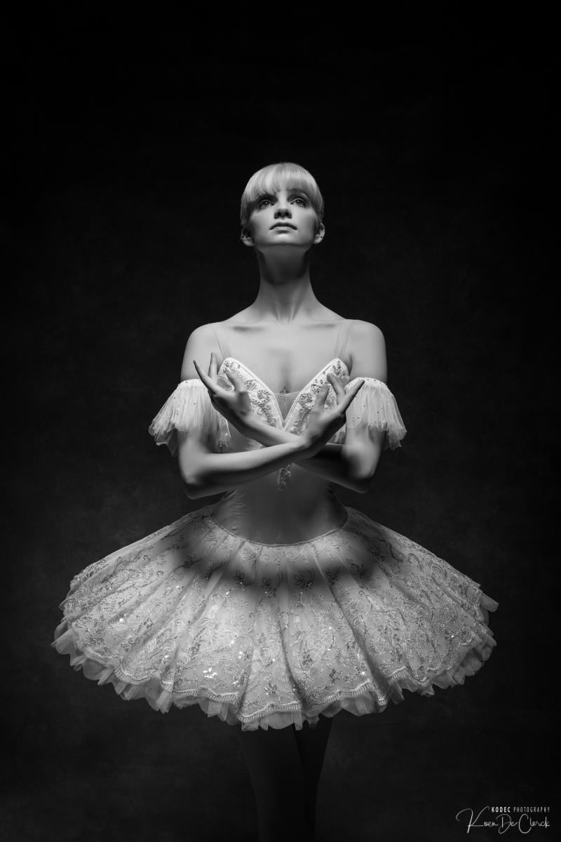 0297 Lisa-Marie Dance Shoot december 2018 B_W.jpg