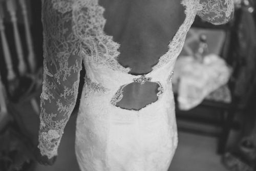 backless cut-out wedding dress