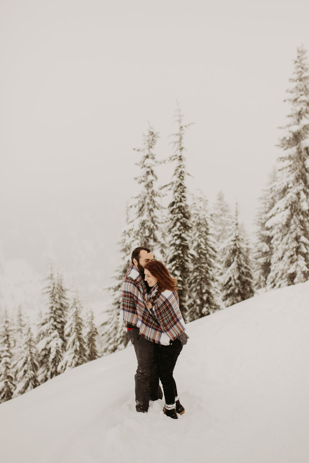 pnw_washington_oregon_elopement_mount_rainer_engagement_wedding_photographer15.jpg