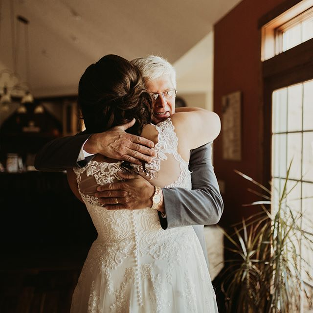 Happy Father's Day to all the dads and grandpas out there! 💙 - - - #nebraskaweddingphotographer #sandiegoweddingphotographer #coloradoweddingphotographer #palmspringsweddingphotographer #oceansideweddingphotographer #arizonaweddingphotographer #californiaweddingphotographer #hawaiiweddingphotographer #losangelesweddingphotographer