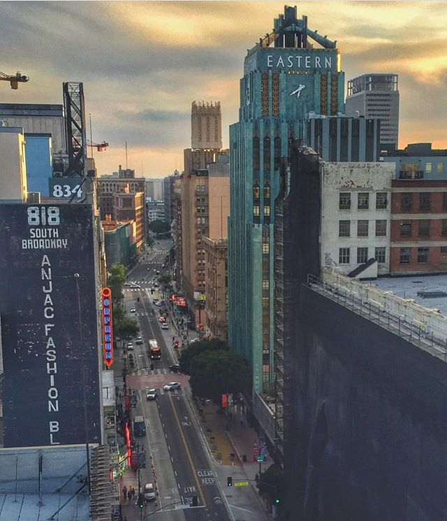 Broadway Sunset 🌇✨ #sunset #easterncolumbia #unitedartists #cityscape #livinghistory #bringbackbroadway #bringingbackbroadway #nightonbroadway #dtla #la #discoverla 🔻📷: #repost @aia_la