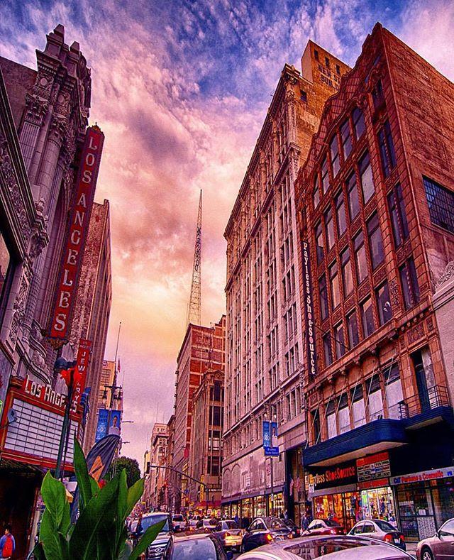 Good morning, Broadway! 🌞✨ #riseandshine #architecture #moviepalace #livinghistory #bringingbackbroadway #nightonbroadway #bringbackbroadway #DTLA #LA #discoverla 🔻 📷: @anthonycaldwellstudio