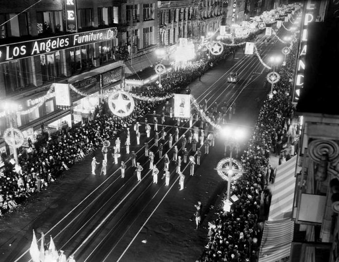 broadway_nightparade_historic_4354134415_o.jpg