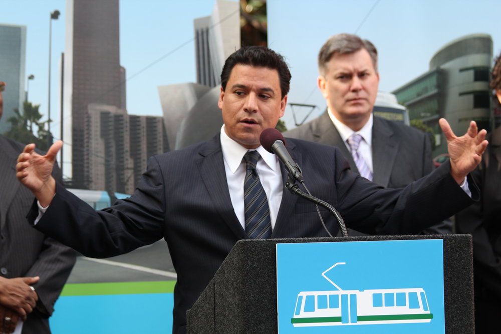 councilmember-jose-huizar-bringing-back-broadway-streetcar_5432719722_o.jpg