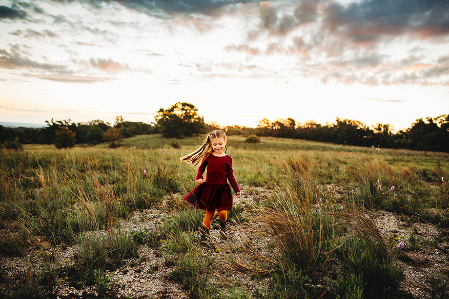 girls dance on a hill at sunrise captured by Fort Worth photographer Jeennie Elissa!