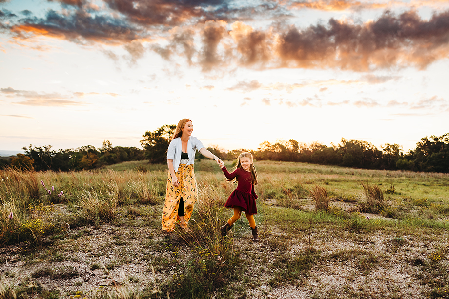 Mom and daughter dance Fort Worth Photographer Jeennie Elissa captures this sweet moment on a hill during a sunrise session.