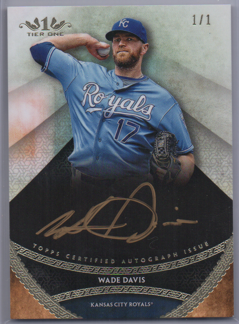 2017 Topps Tier One Wade Davis Gold Auto 1/1